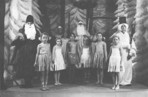 Коледно представление на ученици от Немското училище, 1938 г.