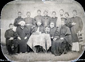 Портрет на участници в управлението на града преди Освобождението. На снимката е и свещеник Хр. Върбанов