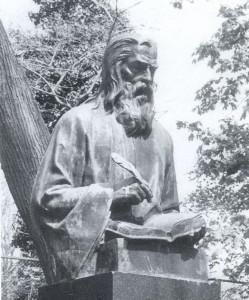 Паметникът на Паисий в Алея на Възраждането, скулптор Кирил Шиваров