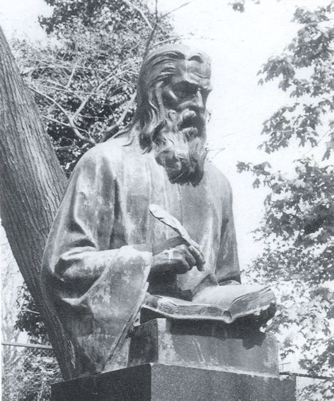 Паметник на Отец Паисий в Алея на Възраждането. Скулптор Кирил Шиваров. Открит на 24 май 1927 г.