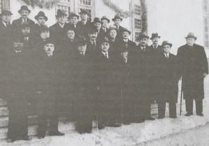 Строителният комитет в деня на освещаването на сградата